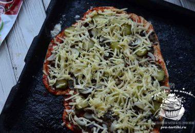 Пицца с маринованными грибами