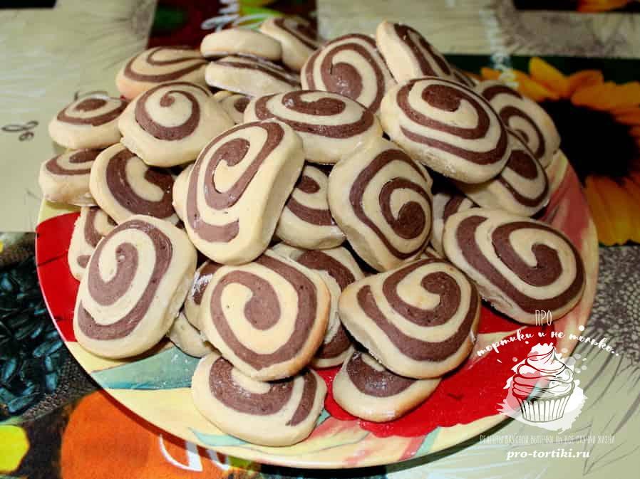 двухцветное печенье спиральки