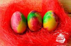 Как покрасить яйца салфетками на Пасху — красиво и оригинально