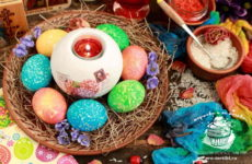 Как красиво покрасить яйца на Пасху с помощью риса — рецепт с фото